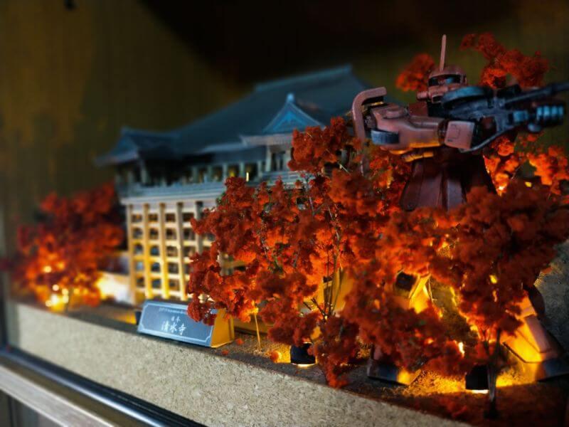 紅葉シーズンの清水寺とシャア